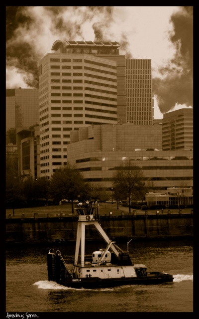 Tug on the Willamette